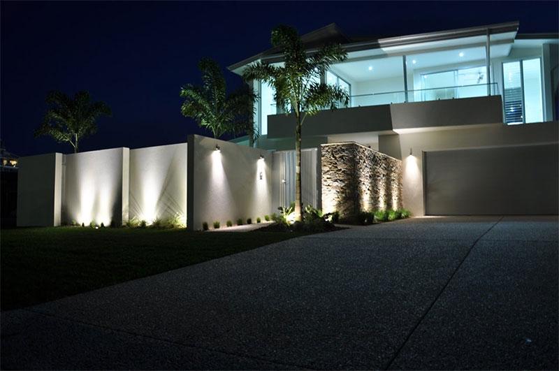 Hus med spotlights